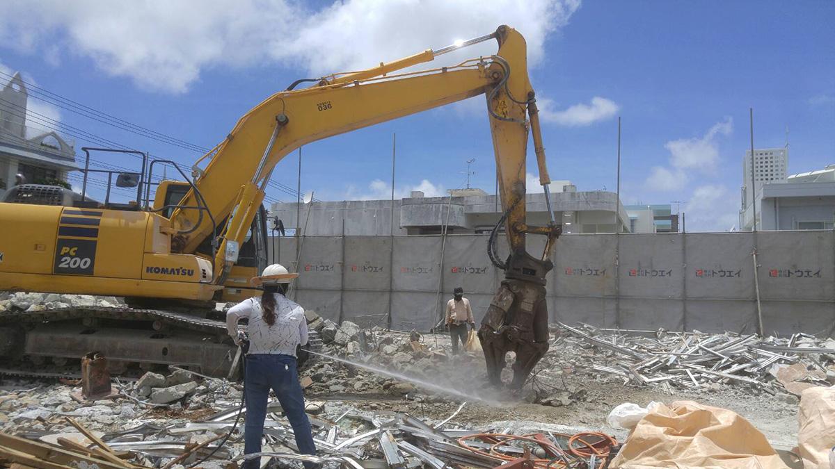 宜野湾市 商業施設の解体作業