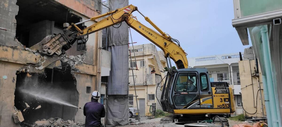うるま市 商業施設の解体作業