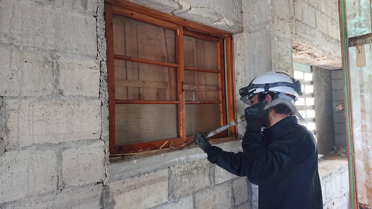 沖縄市 商業施設の解体作業